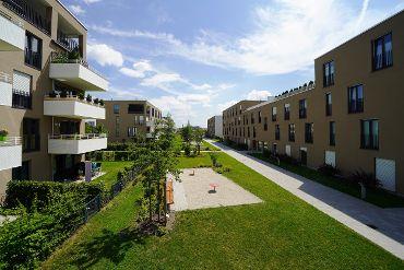 Wohnquartier in München-Ramersdorf-Perlach, WEG, 9 Treppenhäuser, 93 WE, 93 TG-KFZ-Stellplätze, Innenhof